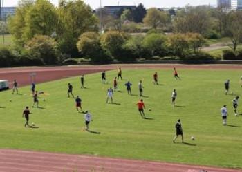 Fußballkurs am Zentrum für Hochschulsport; Foto: Gärtner