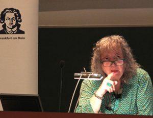 """Prof. Annelie Keil bei der Ringvorlesung """"Was hilft heilen?"""" am 29. Juni 2016. Foto: Universitätsklinikum"""