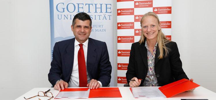 Unipräsidentin Prof. Birgitta Wolff und Fernando Silva, Generalbevollmächtigter der Santander Consumer Bank AG, bei der Vertragsunterzeichnung.