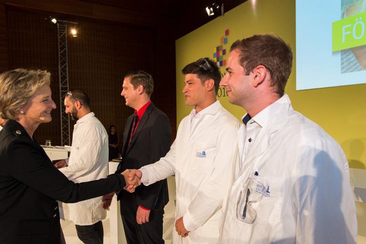 Erfolgreichstes Gründerteam von RhabdoTec mit dem 1. Preis(Kenan Bozhüyük, Florian Fleischhacker, Dr. Darko Kresovic und Felix Wersich)